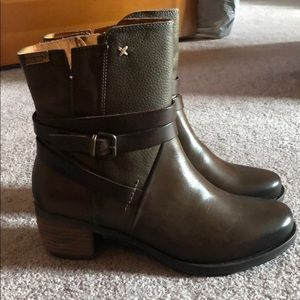 Pikolinos brown boots